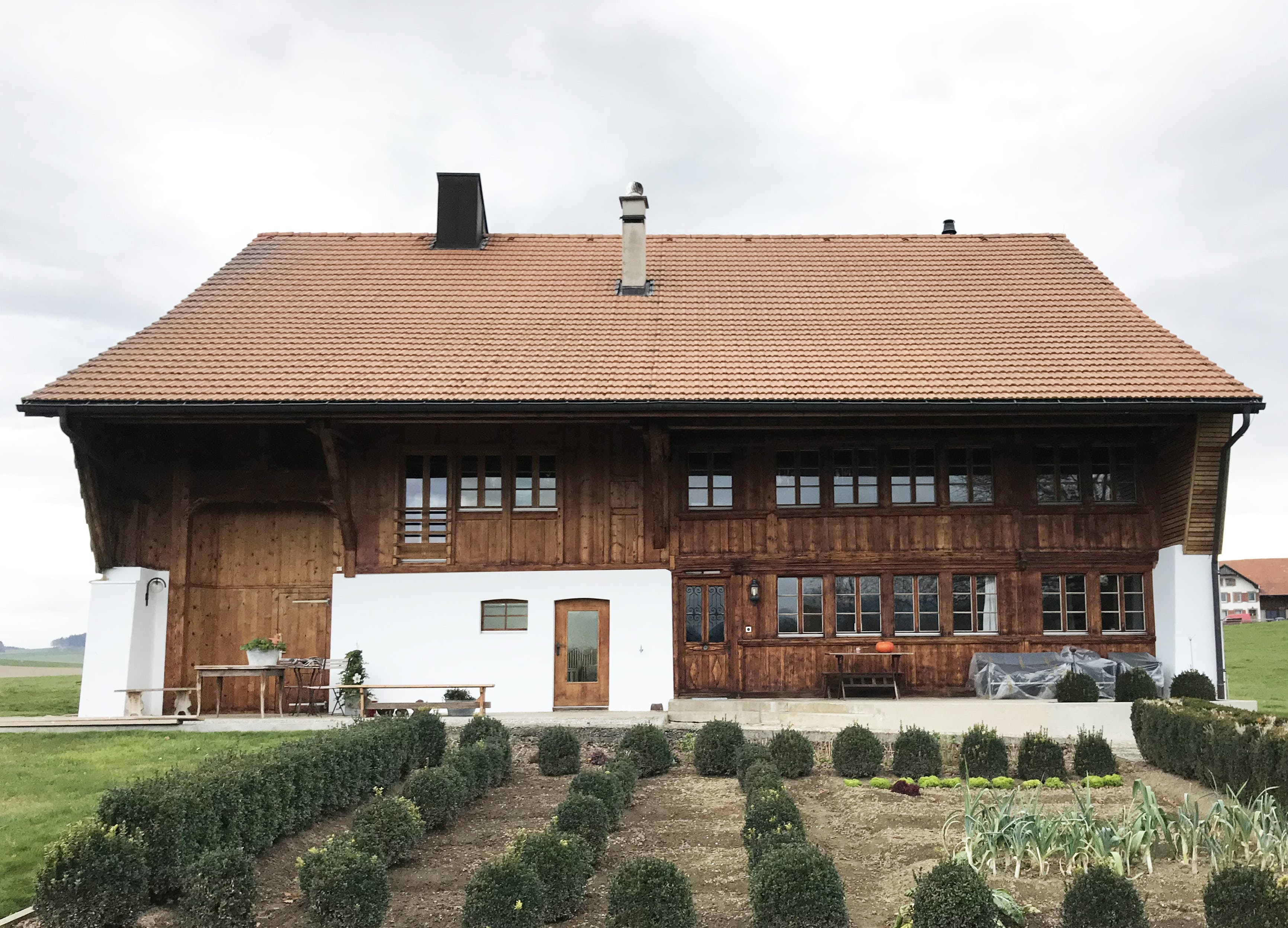 1.5-terrasse-maison-garage-grange-bois-min